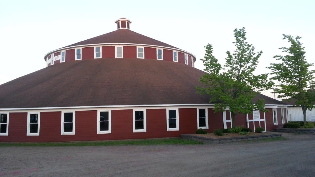 The world's largest round barn built in 1916!